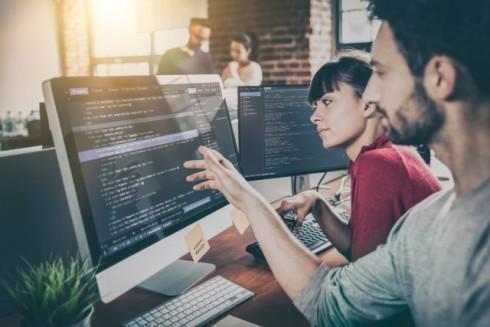 プログラマーの給料はいくらくらい?未経験からプログラマーになった場合のリアルなお給料も解説