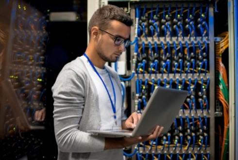 未経験からネットワークエンジニアになるには? 必要なスキルや資格をご紹介