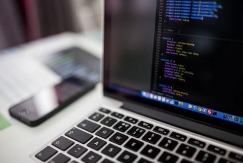 プログラミングとは|学習のメリットから稼げる理由までご紹介